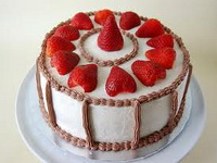 cake-with-strawberries
