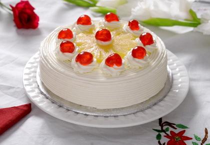 Kremasta torta sa vanilom i ananasom